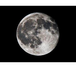 Поверхность Луны оказалась во многих местах покрыта водным льдом